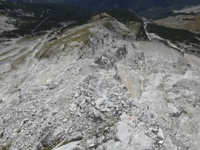 Gelände unterhalb des letzten Plateaus, der Normalweg ist nicht einmal mehr 100Hm entfernt