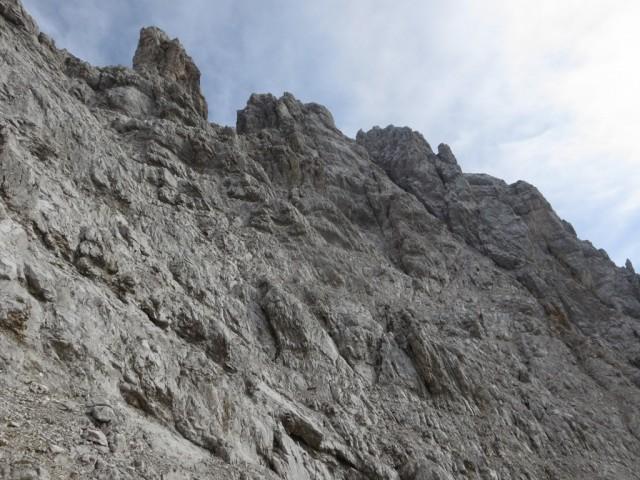 Die Eintiefung zwischen dem Gipfelaufbau der Kaskarspitze und dem Gratkopf war unser Ziel
