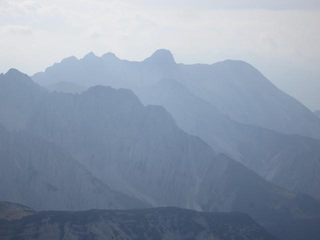 Stimmung mit den nördlichen Ausläufern der Nordkette und im Hintergrund der Kleine Solstein