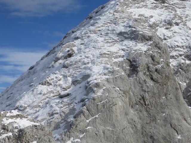 bei Schnee die besonders rutschige Steilfläche nach der Scharte