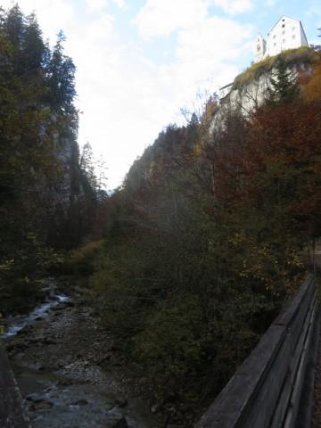 Kloster hoch über dem Tiefsten der Fahrstraße  nach Fiecht