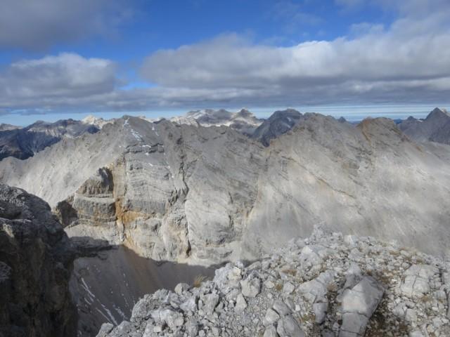 Die höchsten Gipfel des Karwendels nicht mehr schneefrei