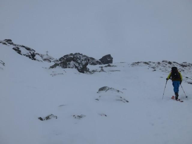 apere Steinpassage unterhalb des Gipfels