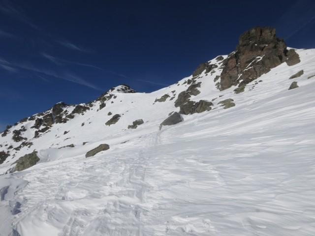 Scharte voraus und dahinter der Gipfel der Grünbergspitze