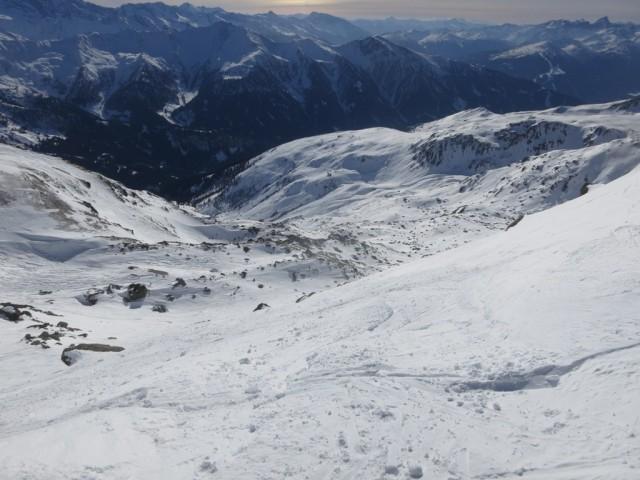 Abfahrtsgelände von der Scharte unterhalb des Gipfels