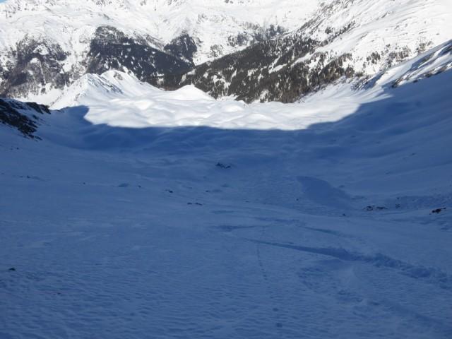 Lockerschnee im unteren Teil des Steilhanges